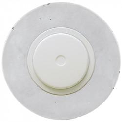 Baltas dimerio dangtelis su ratuku ir betono rėmeliu