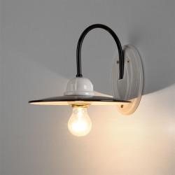 Sieninis retro šviestuvas emaliuotu reflektoriumi šviečia
