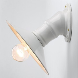 Sieninis šviestuvas su keraminiu reflektoriumi, su lempute
