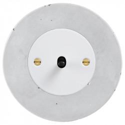 Obzor retro svirtelinis jungtukas baltu dangteliu, juoda svirtele ir betono rėmeliu