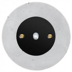Obzor retro svirtelinis jungtukas juodu dangteliu, balta svirtele ir betono rėmeliu